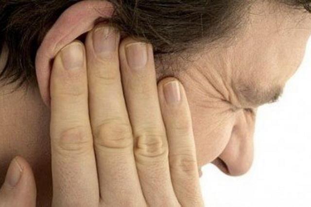 Кровь из уха: причины, что делать, лечение