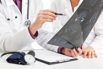 Кашель с кровью: этиология и обзор причин, симптоматика, диагностика, принципы терапии