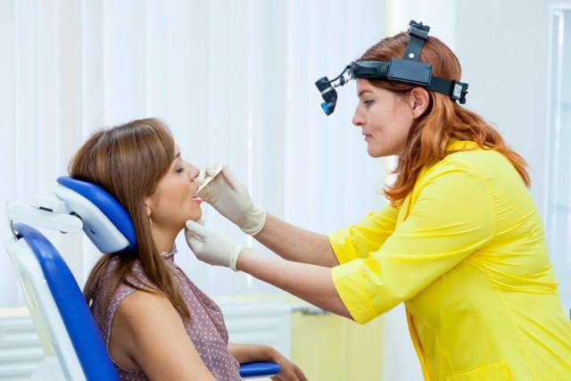 Фолликулярная ангина: особенности, проявления, симптомы, принципы лечения