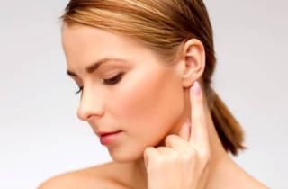 Шишка за ухом: причины появления, врачебный обзор вариантов