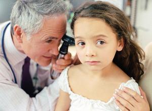Промывание уха: как промыть уши в домашних условиях