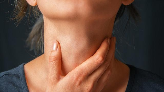 Отек горла: развитие, все формы и симптомы, лечение