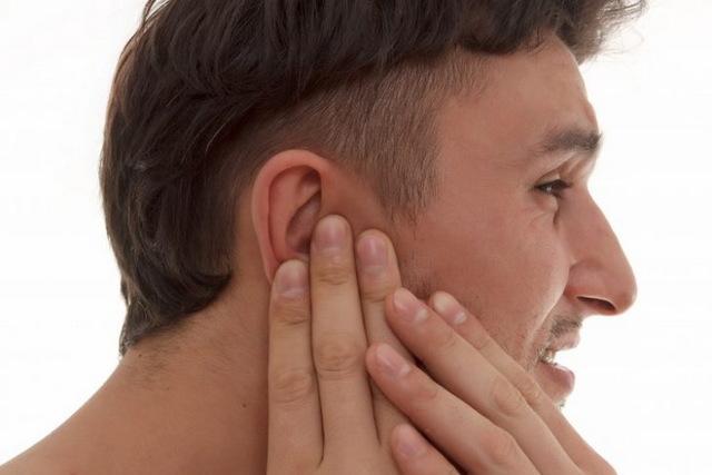 Фурункул в ухе: причины появления, симптомы, лечение, осложнения