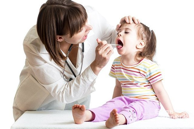 Дифтерия: характеристика болезни и возбудителя, симптомы, лечение, чем опасна