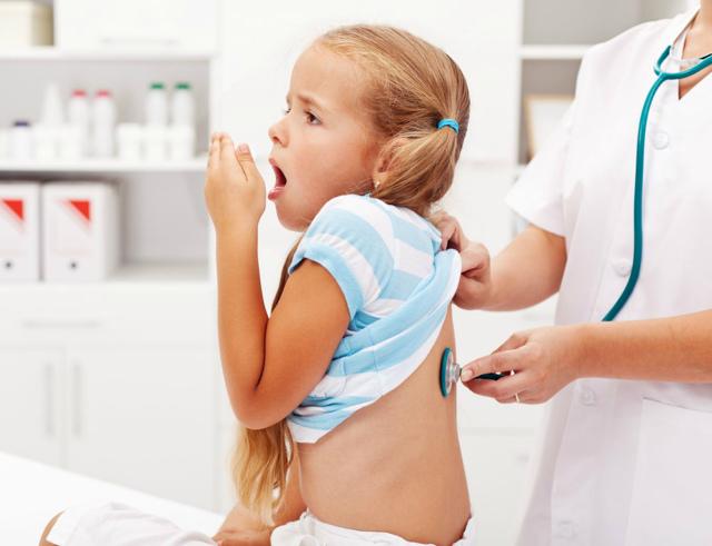 Свист при дыхании у ребенка - чем опасен и что делать