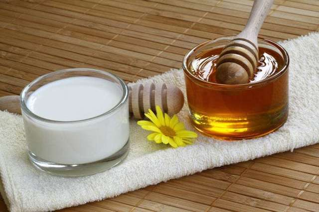 Молоко с медом – эффективное средство от кашля