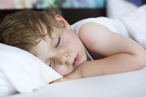 Кашель во время сна у ребенка - причины, лечение, первая помощь