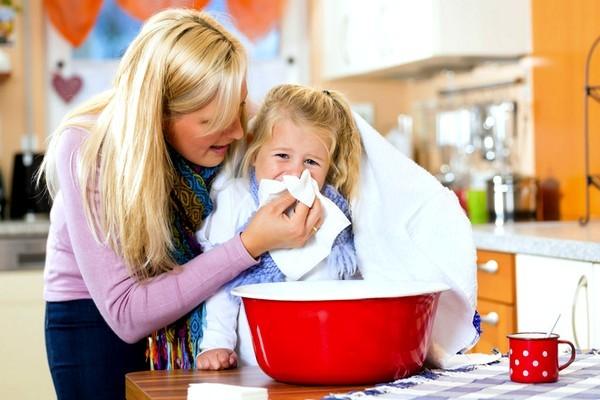 Как быстро снять приступы сухого и влажного кашля, первая помощь