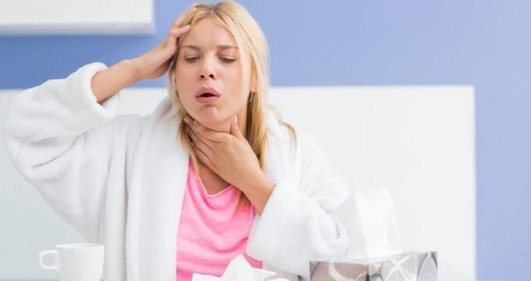 Першит в горле и хочется кашлять - чем лечить, первая помощь