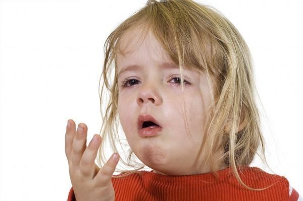 Кашель после еды у взрослых и детей - причины, лечение